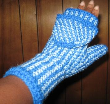 Knitting Pattern For Hand Holding Mittens : HAND HOLDING MITTENS CROCHET PATTERN CROCHET